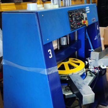 Dört Başlı Otomatik Bisiklet Jant Nipel Sıkma Makinesi